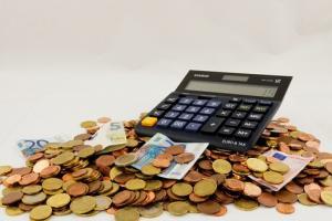 Konta oszczędnościowe – pomiędzy kontem a lokatą